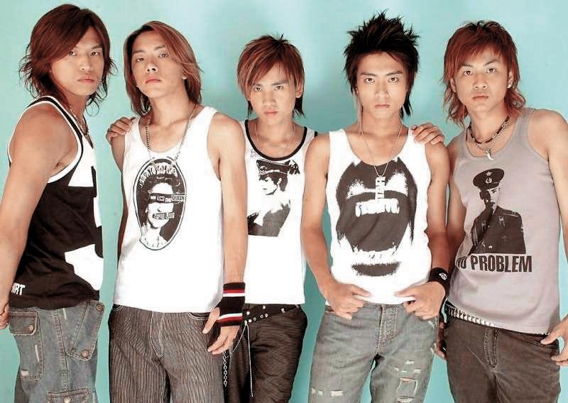Energy能歌擅舞,曾在台灣偶像團體市場占有一席之地,團員為阿弟(左起)、坤達、牛奶、Toro和書偉,如今團員已鳥獸散。(喬傑立提供)