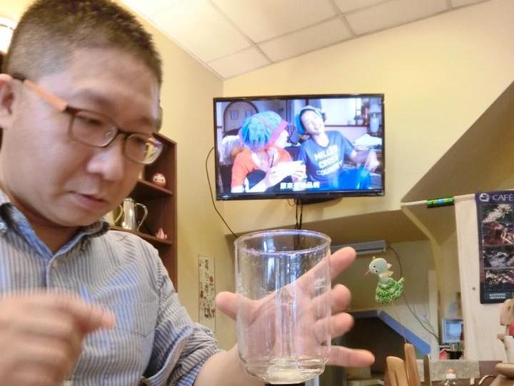 洪紹鈞投入咖啡研究12年,咖啡王子的夢想卻因自行車比賽破碎。(翻攝洪紹鈞臉書)