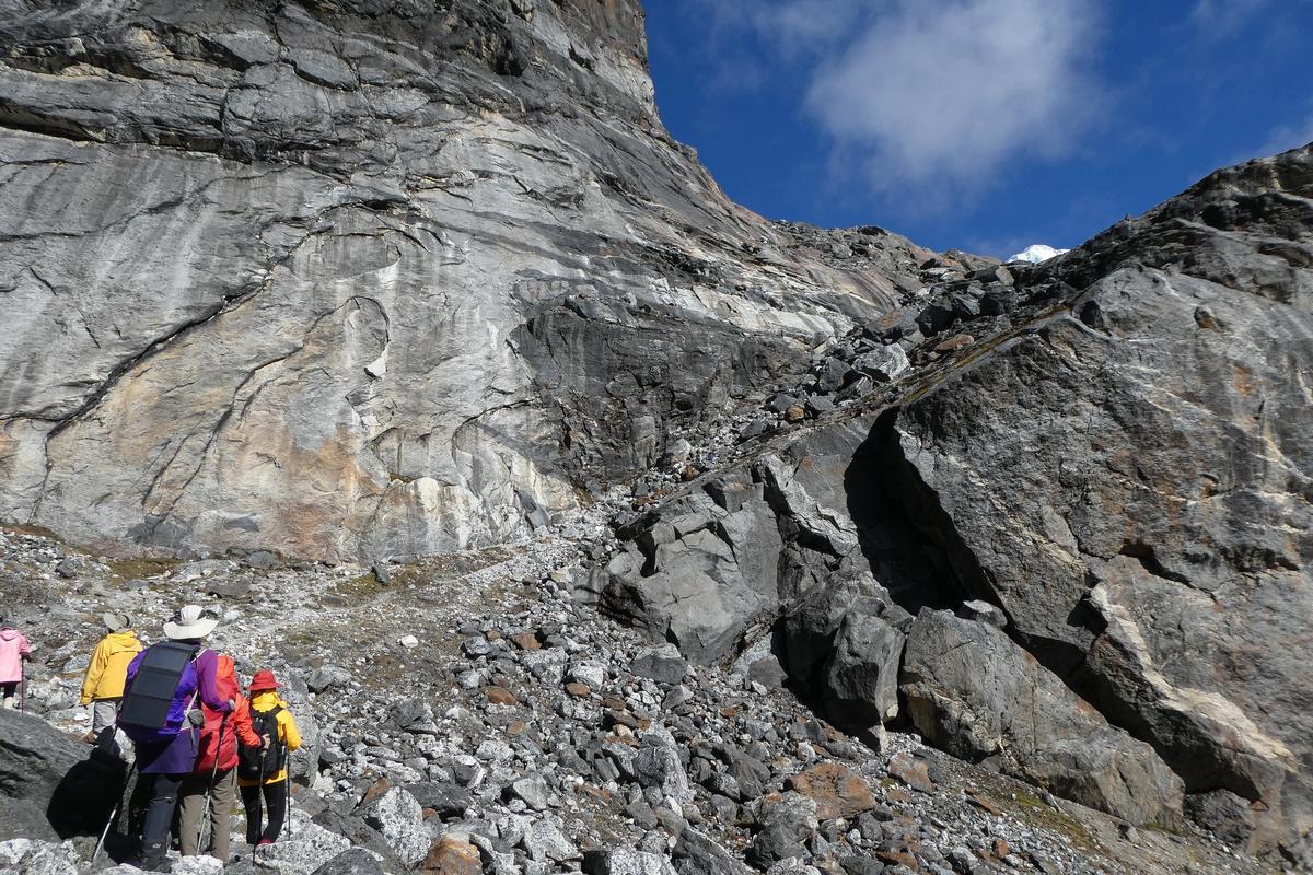 前方約60公尺陡坡,是此行最陡峻的路段。