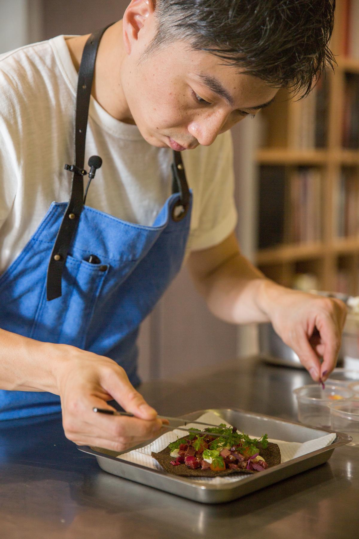 經過縝密思考和嚴謹步驟,林泉是有意識性地在呈現花卉料理。