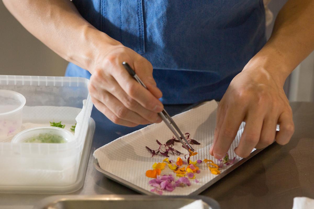 花卉是還尚未被大量普遍使用的食材,要仰賴廚師的高度知識性為民眾把關。