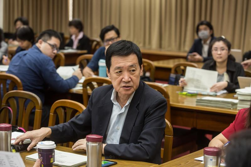 國民黨立委費鴻泰今表示,他接獲華南銀行內部員工檢舉。