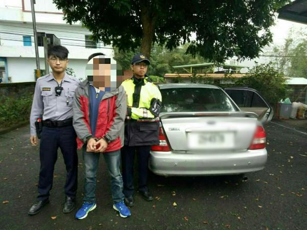徐姓慣犯在現場遺落駕照被警方循線逮捕。(警方提供)