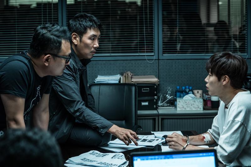 由趙震雄(左二)、柳俊烈(右)主演的《毒戰》,已在11月16日正式殺青。(NEW提供)