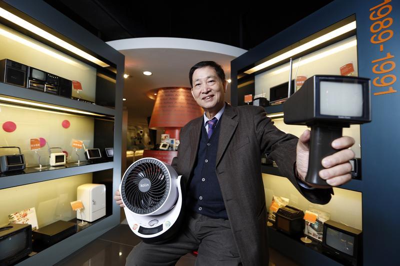 2012年憶聲董事長彭君平收購歌林品牌,憶聲也從DVD播放機製造商轉型為3C通路業者。
