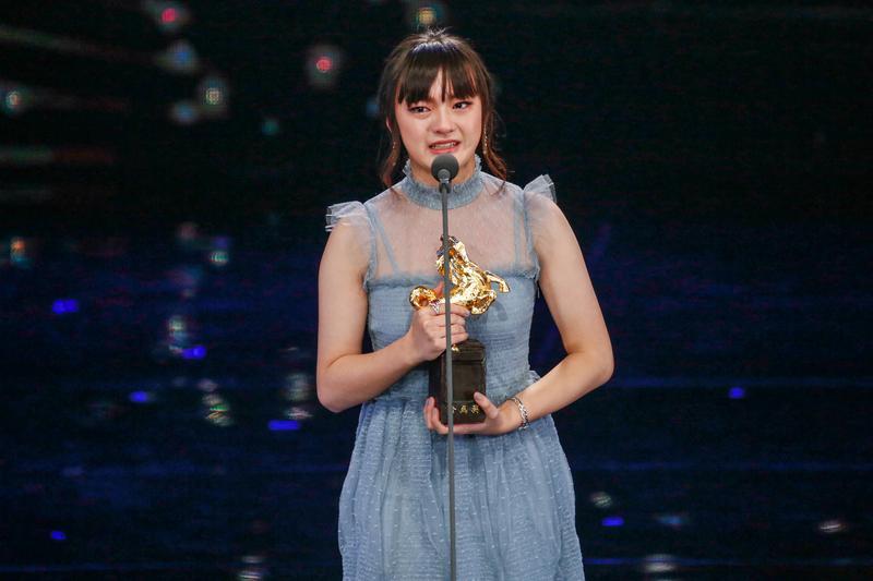 14歲的文淇,是金馬史上最年輕的女配角得主,她在台上感謝父母時忍不住紅了眼眶。