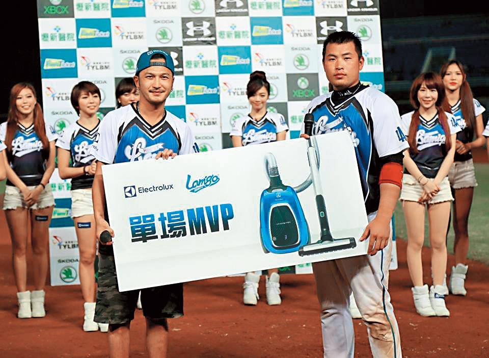 林泓育堪稱球團台柱,還多次獲得MVP。(翻攝自Lamigo Monkeys臉書)