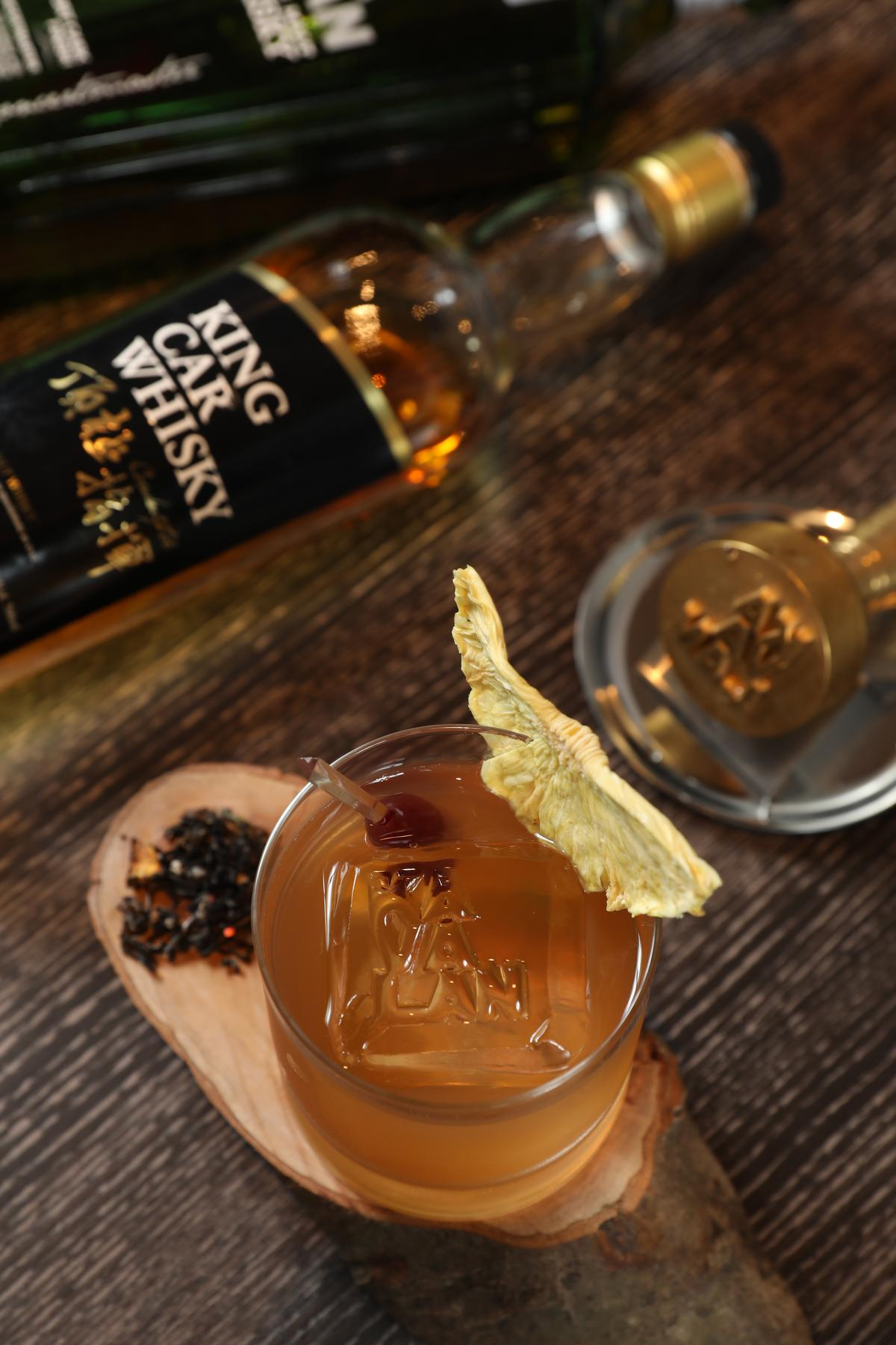 Mu Bar選用「金車噶瑪蘭」威士忌為基酒推出的限定特調,Mu Fashioned為限定款中的招牌。