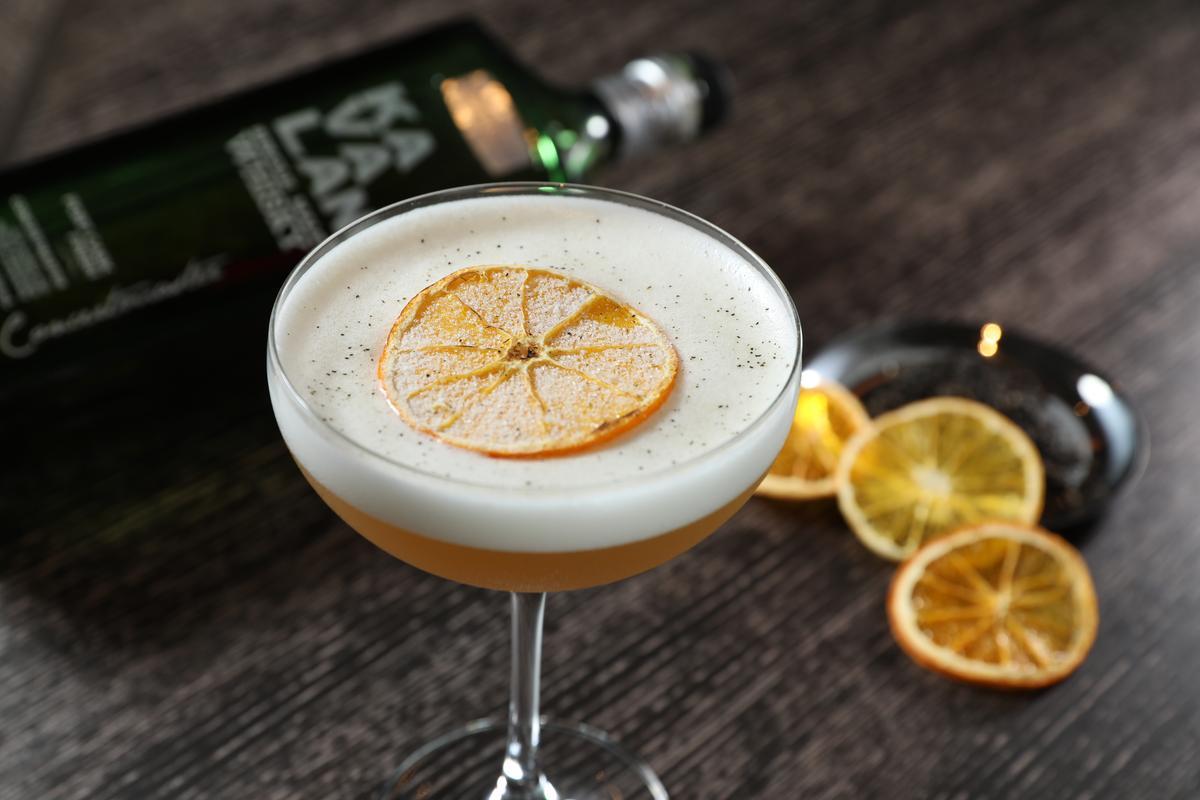 「雲遊雪山」基酒為「噶瑪蘭山川首席單一麥芽威士忌」,蛋白泡沫藏有驚喜口感。(480元/杯)