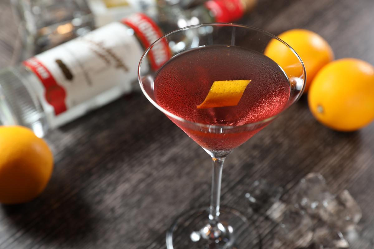喝下「柯夢波丹」,嘴裡盈滿輕柔酸香莓果味。(360元/杯)