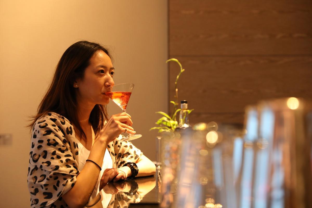 經典調酒中,客人林小姐最鍾意柯夢波丹。