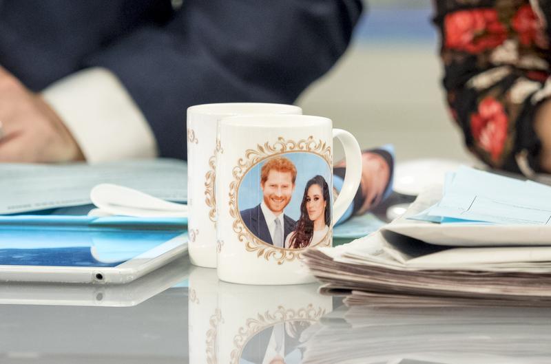 2017年11月28日,英國王室甫宣布哈利王子明年春天將結婚消息,市面已出現「哈利與梅根」的紀念馬克杯。(東方IC)