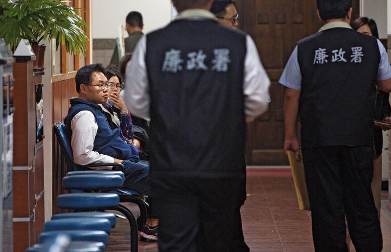 檢方查扣海洋局員工手機,從雲端硬碟找到王端仁(左)開會時被偷偷錄音的多個檔案。