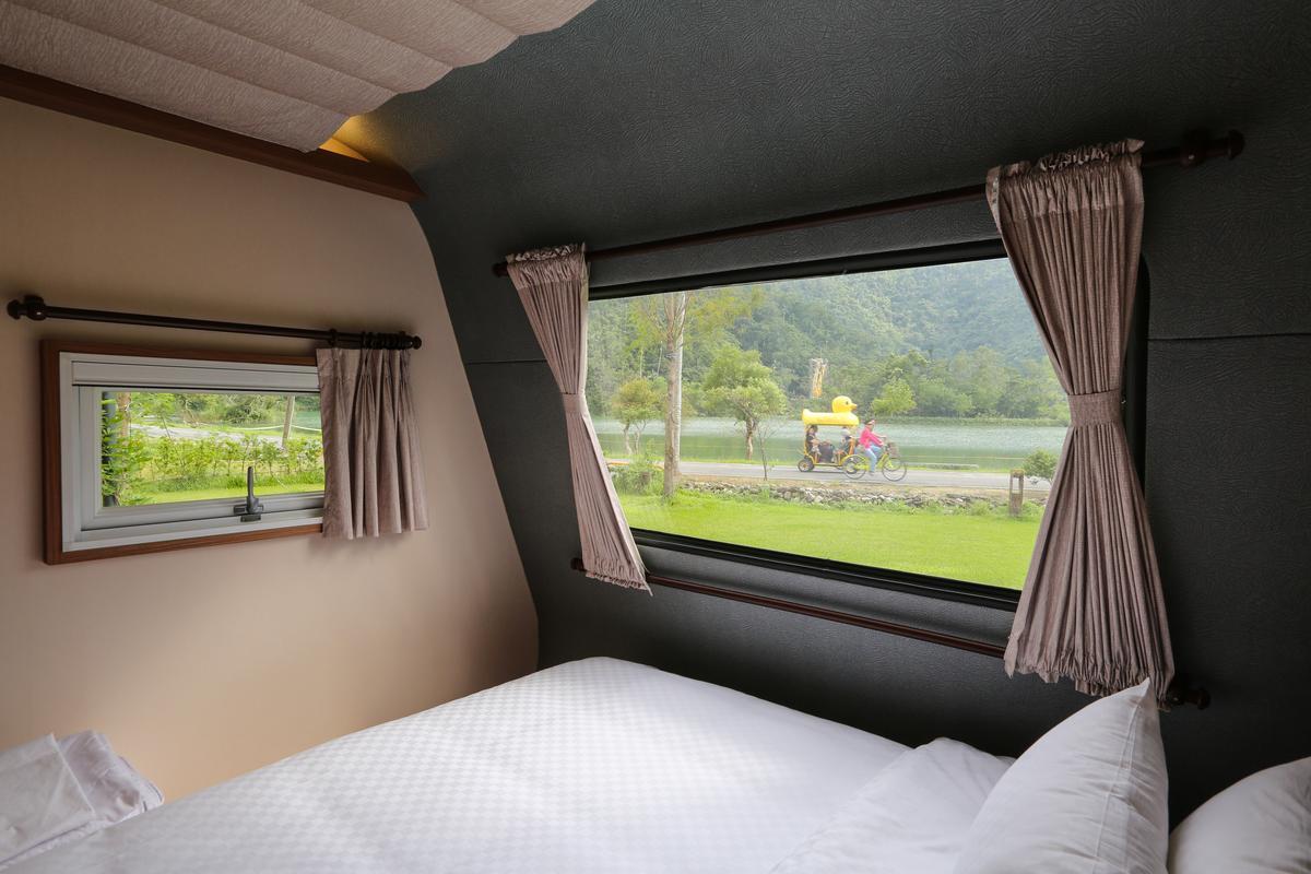 「天ㄟ露營車」躺在床上,時時刻刻享受戶外美景。