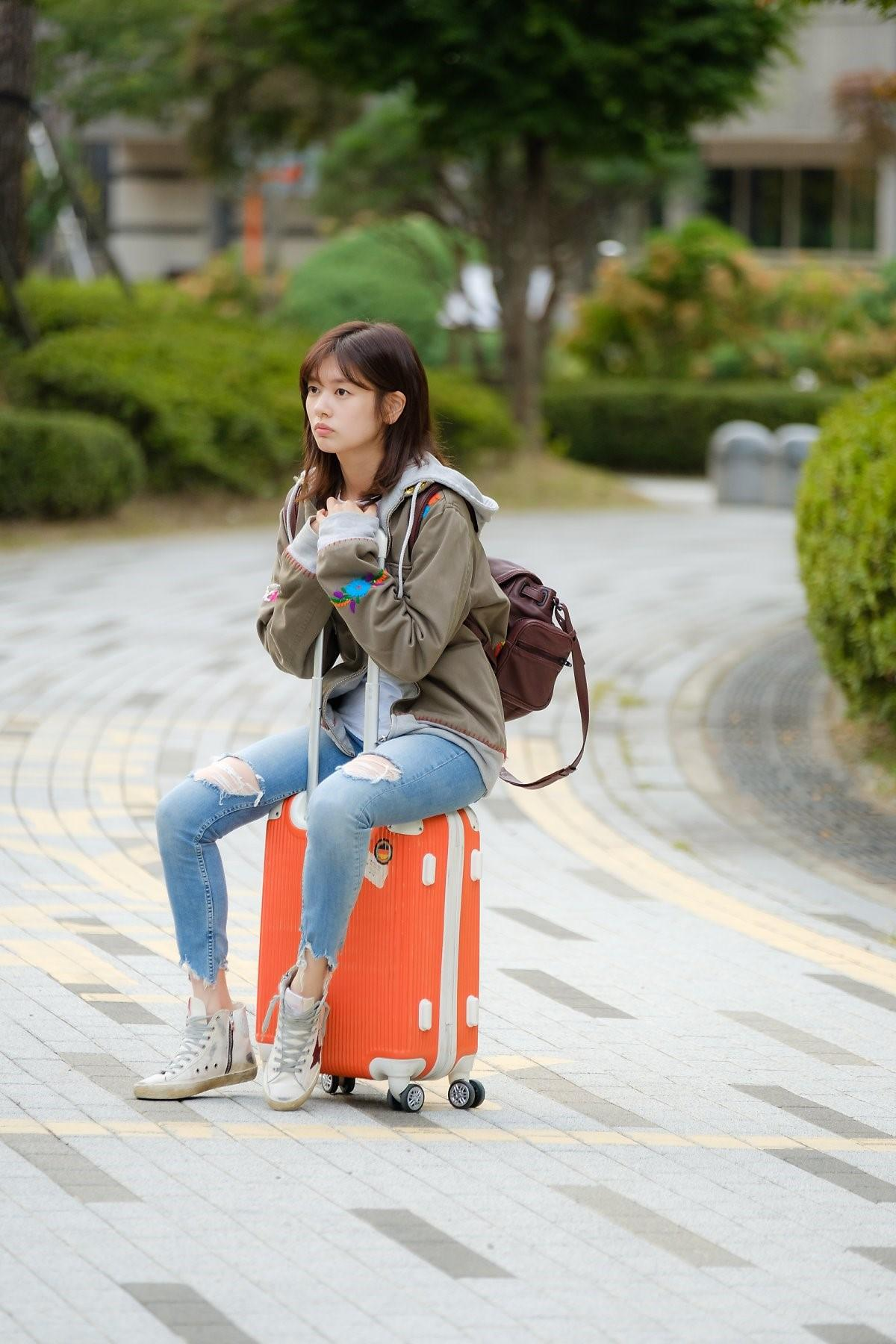 擁有高學歷的女主角一事無成,30歲仍租不起房子。(愛奇藝台灣站提供)