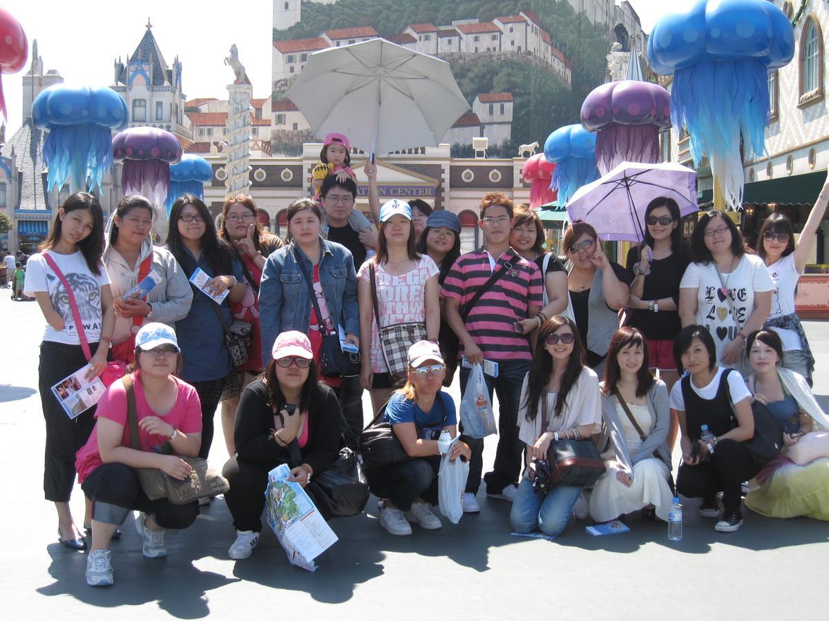公司每年舉辦海內外員工旅遊,圖為2009年韓國員工旅遊。(橘熊科技提供)