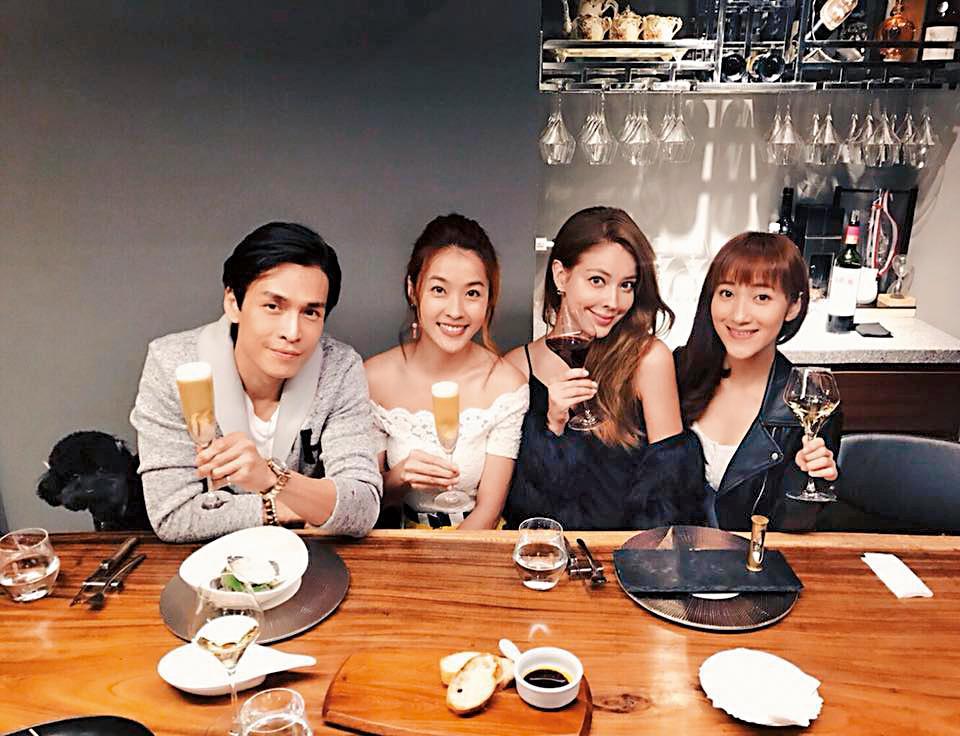 GINO(左一)帶著夏宇禾(右一)吃高級餐廳,還找來小嫻(左二)等人當電燈泡。(翻攝自GINO臉書)