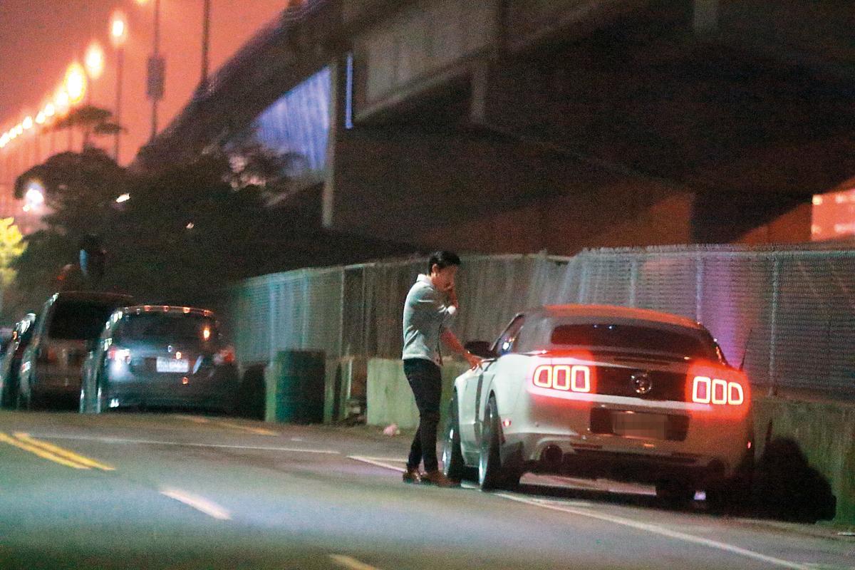 11月29日 21:01 GINO錄完影後,到路邊取車,直接開往夏宇禾家中接她。