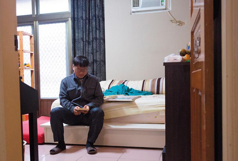 張雅怡離開後,張家人沒有人敢踏入她的房間,哥哥(圖)連眼淚都捨不得滴落在她的東西上。