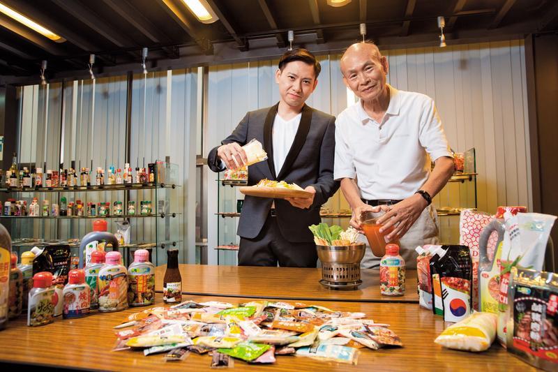 品高從食品包裝機起家,吳登良(右)與兒子吳宥澄(左)將醬料市占率做到全台最高,不只幫統一超商等品牌代工,自有品牌也占總體營收一半。