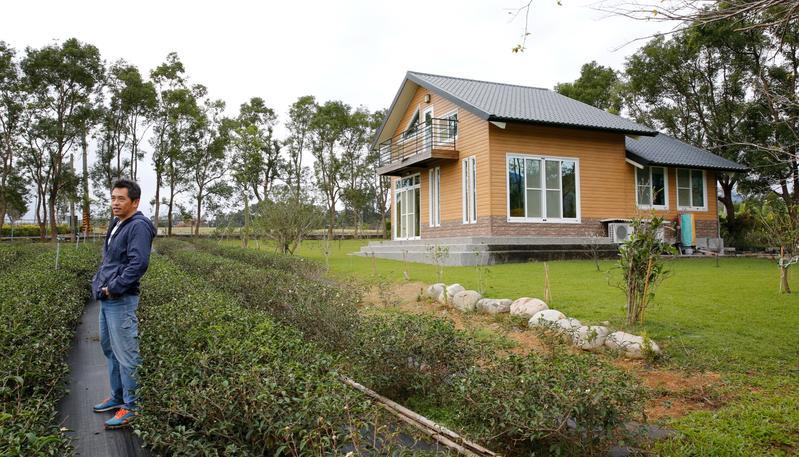 住進「綠舍茶宿」可飽覽鹿野高台遼闊的田園風光。