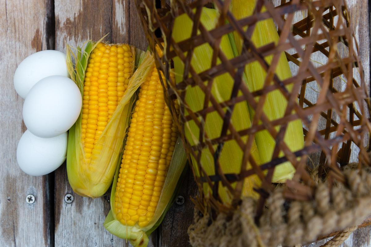 鳩之澤提供竹簍籃租借,方便遊客於溫泉槽煮食。