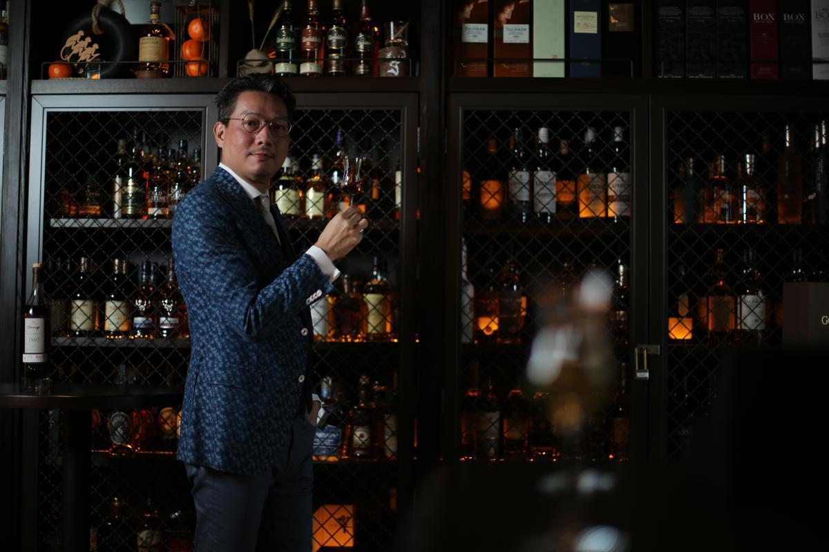 林一峰不到40歲就獲頒「蘇格蘭雙耳小酒杯執持者協會終身會員」。