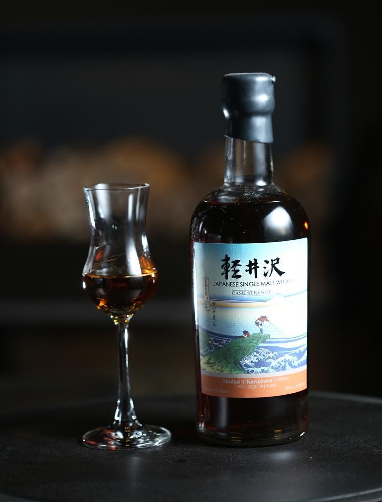 「輕井沢富獄三十六景」是日本已關酒廠的庫藏酒,量稀價高,有太妃糖香氣和較沈的木質味。(6,000元/杯)