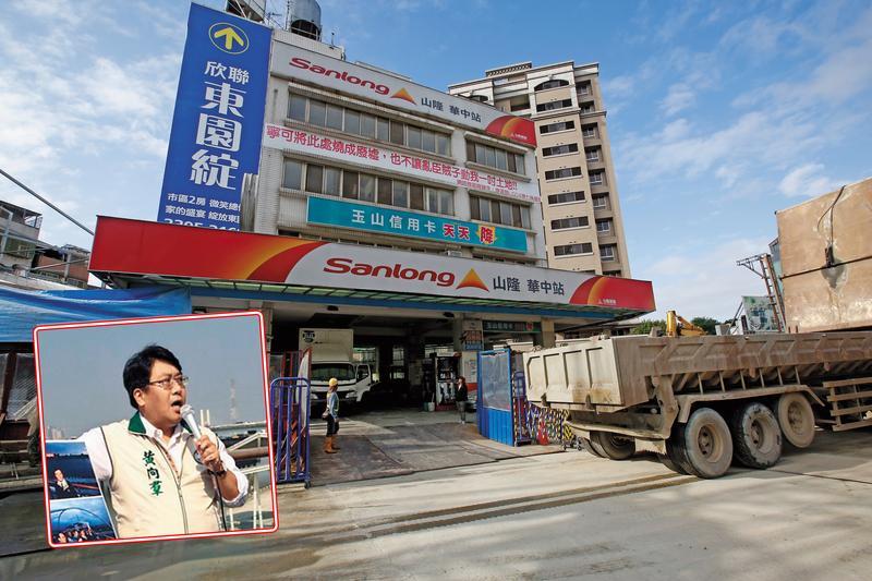 台北市萬大線捷七聯開案地主被騙簽下同意書,加油站恐不保。左下為市議員黃向羣(翻攝自市議員黃向羣臉書)。