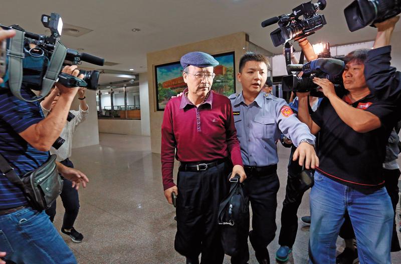 中投前總經理汪海清反對讓利余建新,將會議討論過程錄下,作為保命符。