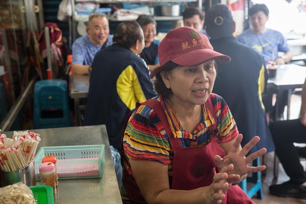 已是60年老店的魷魚興嘴吃嘴魷魚羹,現在傳到第三代媳婦林張阿麗掌杓。