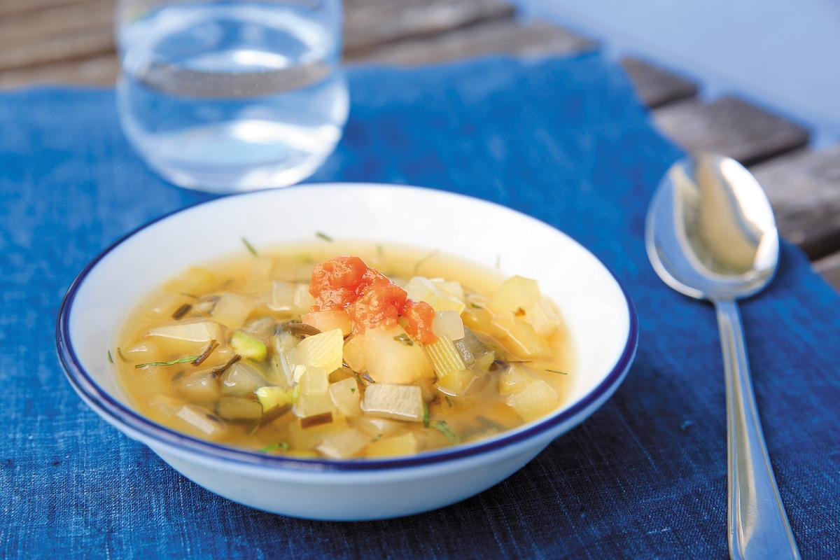 用上絲瓜、西瓜、馬來西亞種木瓜的「瓜之湯」,是口味酸甘的冷湯,清爽消暑。