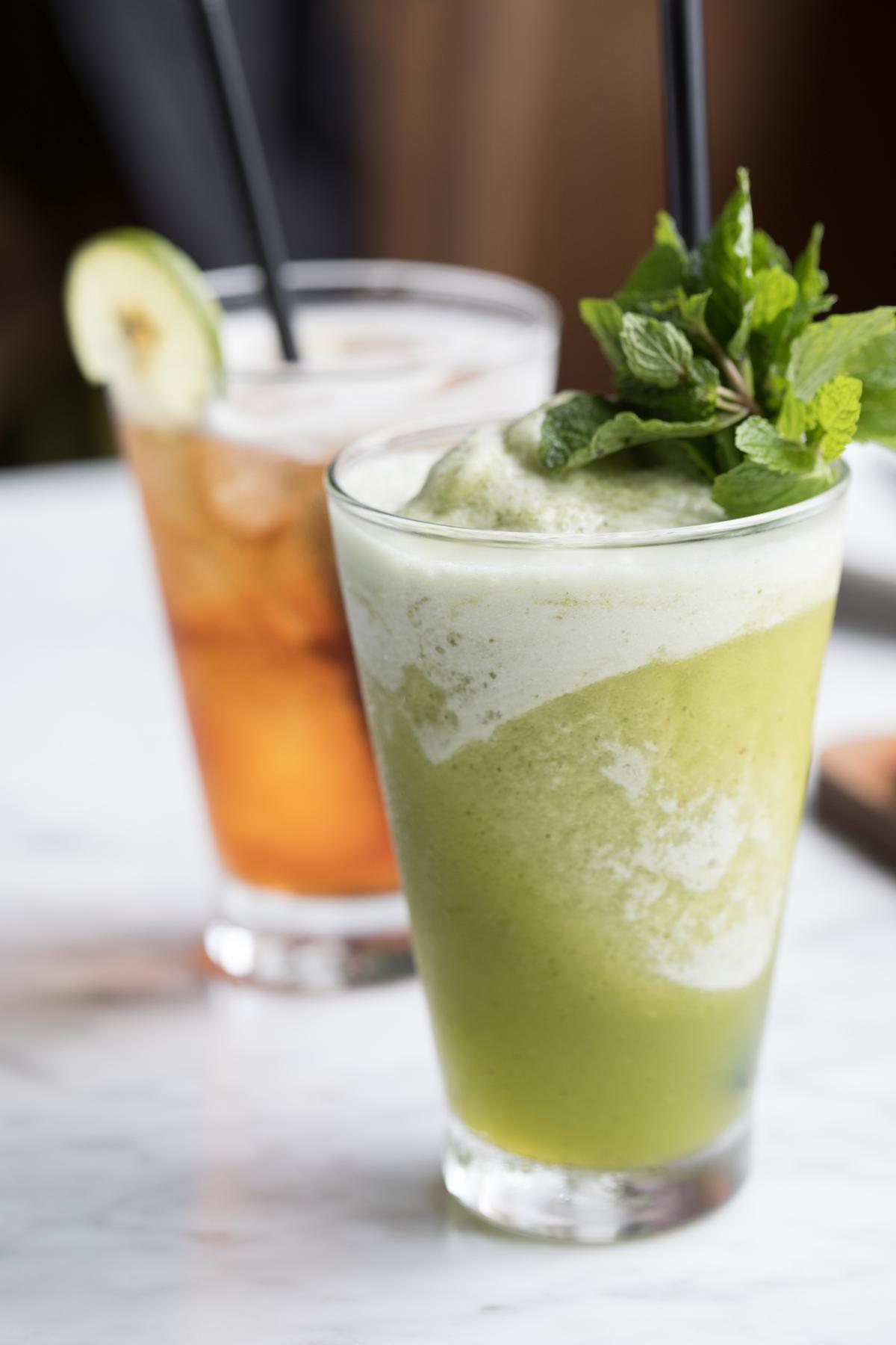 使用新鮮水果及香草打成的冰飲,很適合天氣濕熱的峇里島。(印尼盾35,000元/杯,約NT$79)