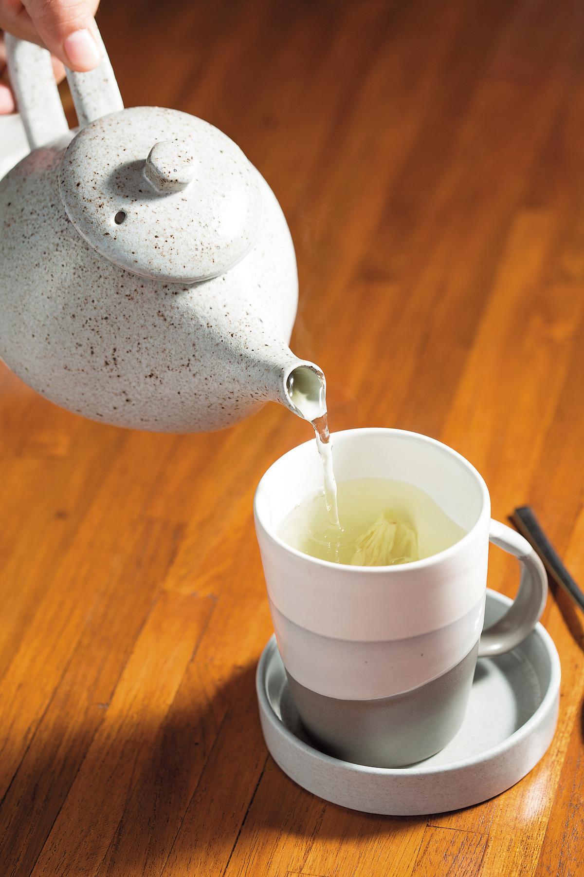 這兒使用的茶具也是在地製作,非常優雅。