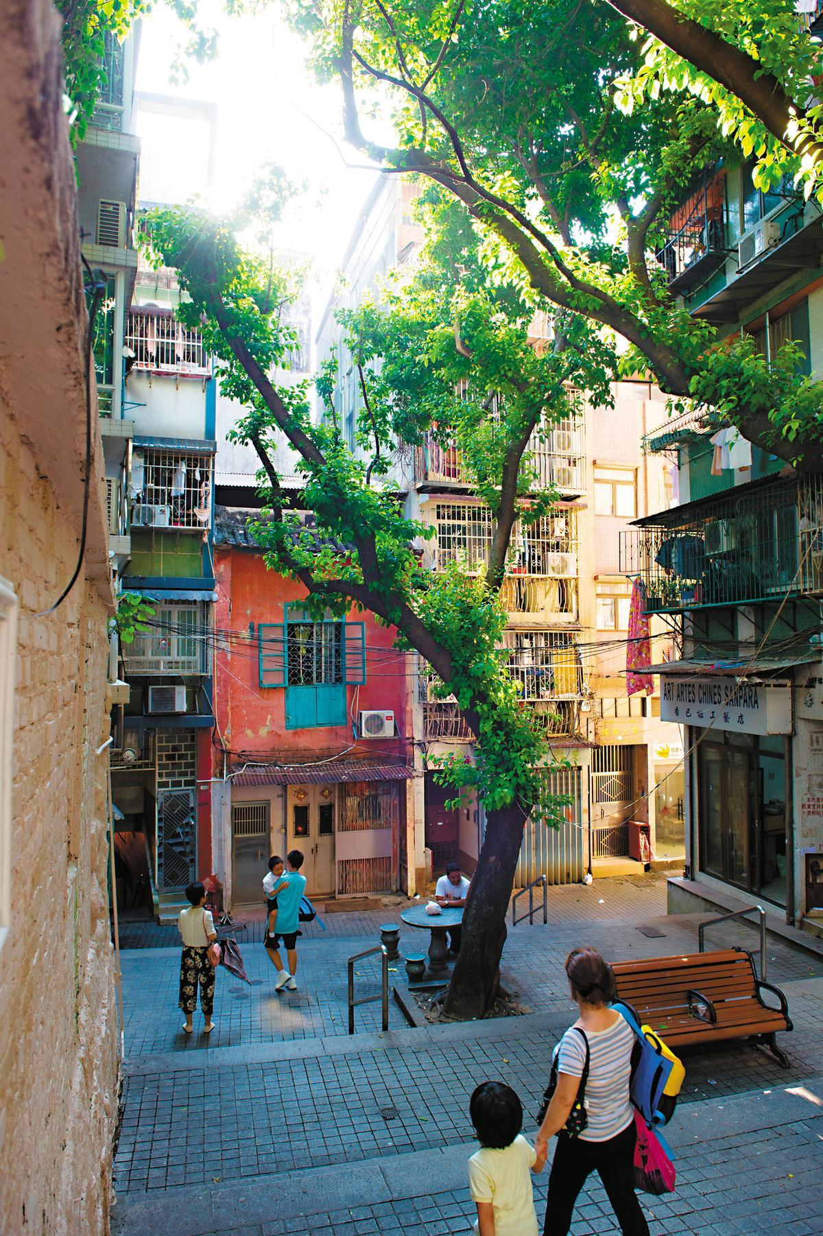 舊城區的生活感依舊,用腳步丈量,最能感受土地溫度。