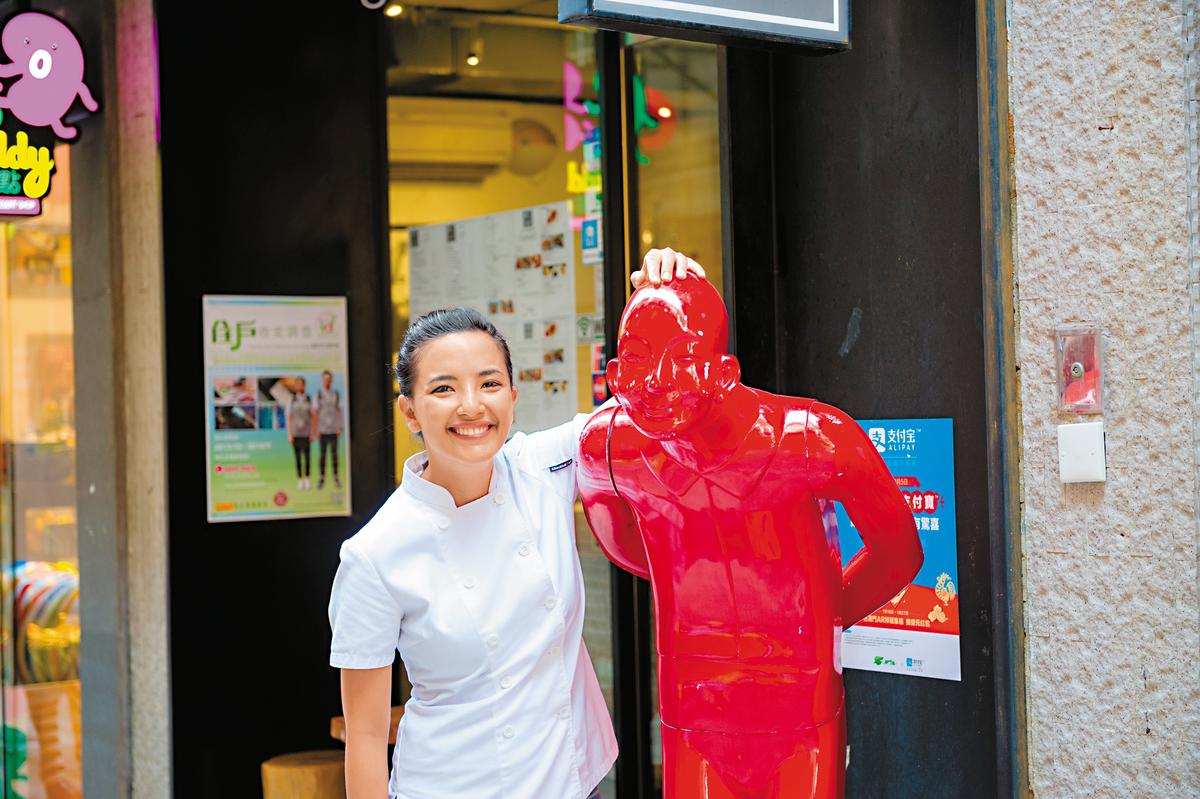 年輕女主廚Sandra笑說,門口小紅人的彎腰姿態,像是歡迎客人。