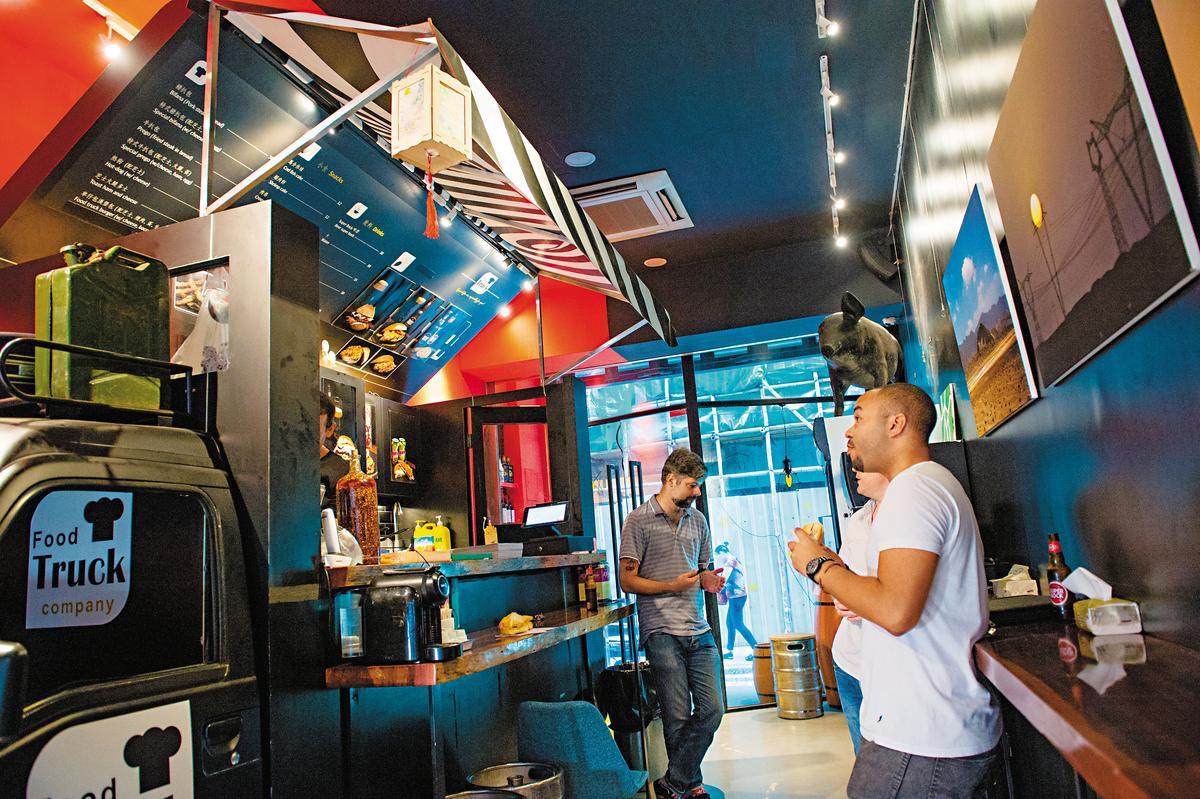 「Food Truck Company」把餐車放進老屋,充滿輕鬆調性。