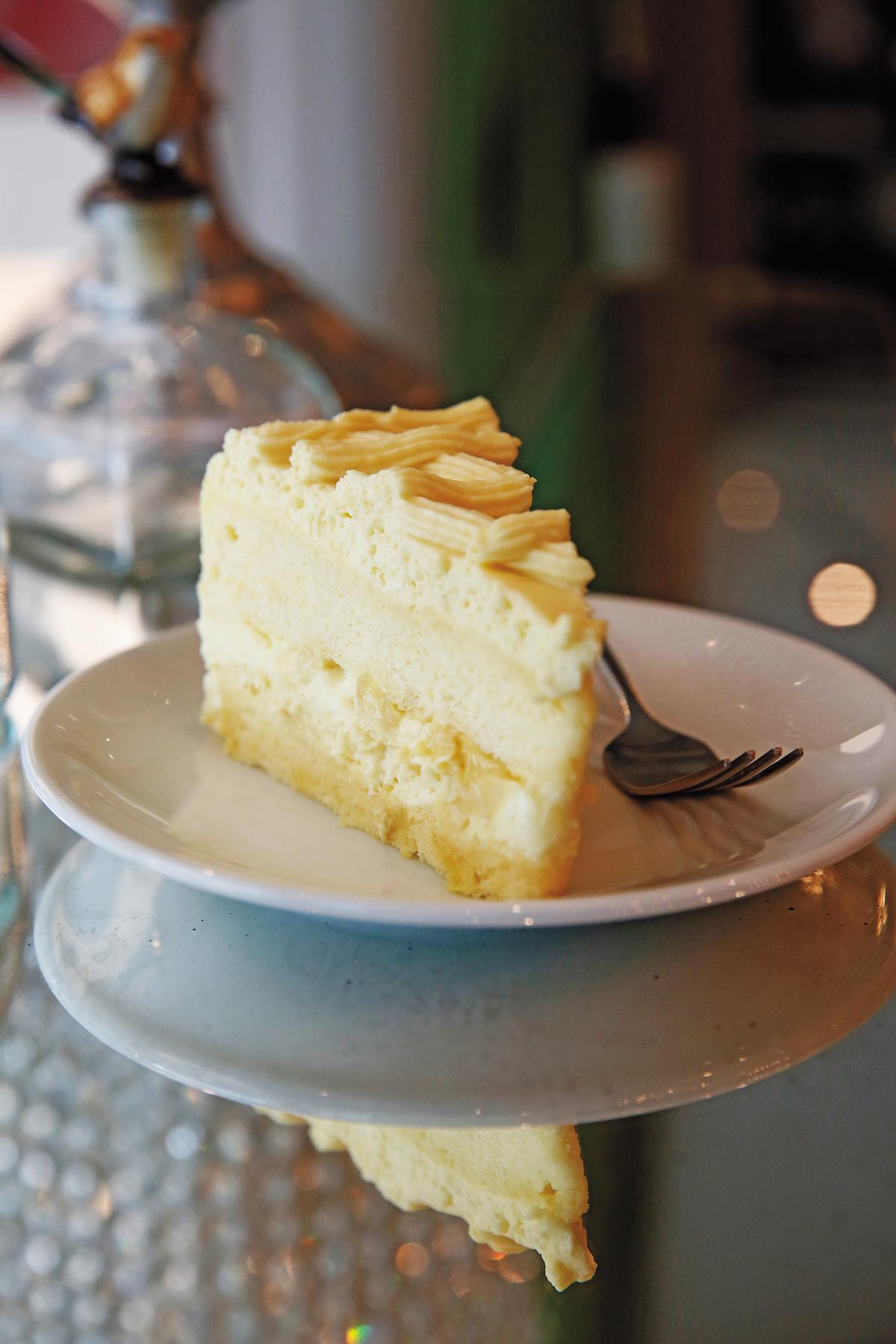 「榴槤蛋糕」可以吃到新鮮榴槤果肉。(泰銖150元/份,約NT$134)