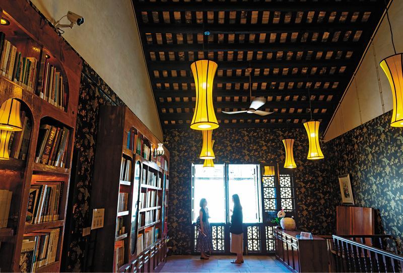 「文化公所」把青樓變身書店,時空反差,耐人尋味。