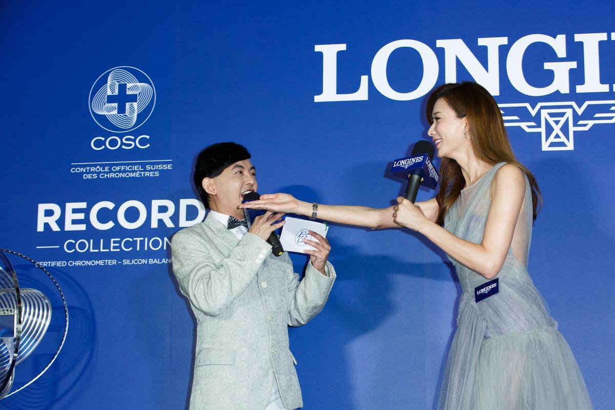 林志玲(右)跟浪琴表品牌合作12年,在記者會上與主持人黃子佼(左)開心互動。