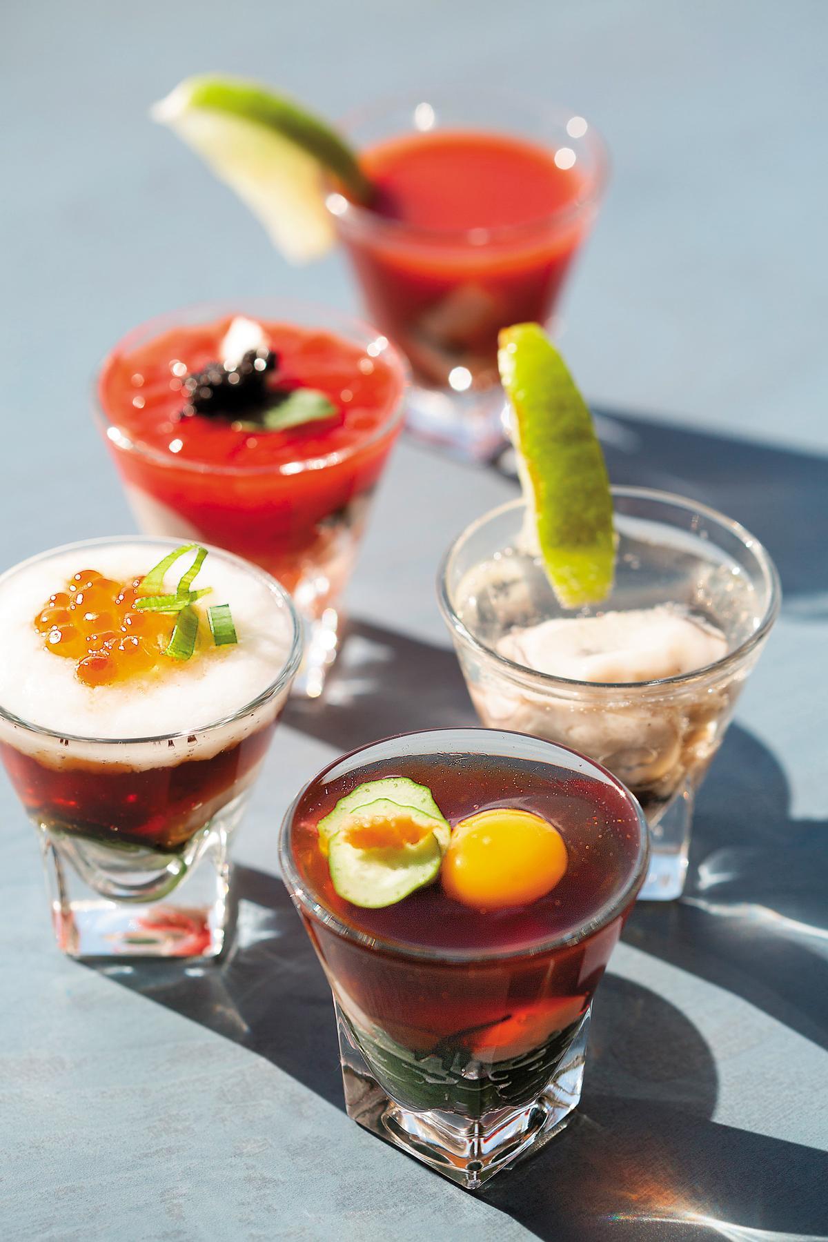 5種不同口味的「牡蠣Shot」,是這裡才有的吃法。(500日圓/杯,約NT$130)