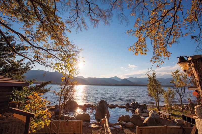 「コタン温泉」緊鄰屈斜路湖,是在地人心中的野生祕湯。