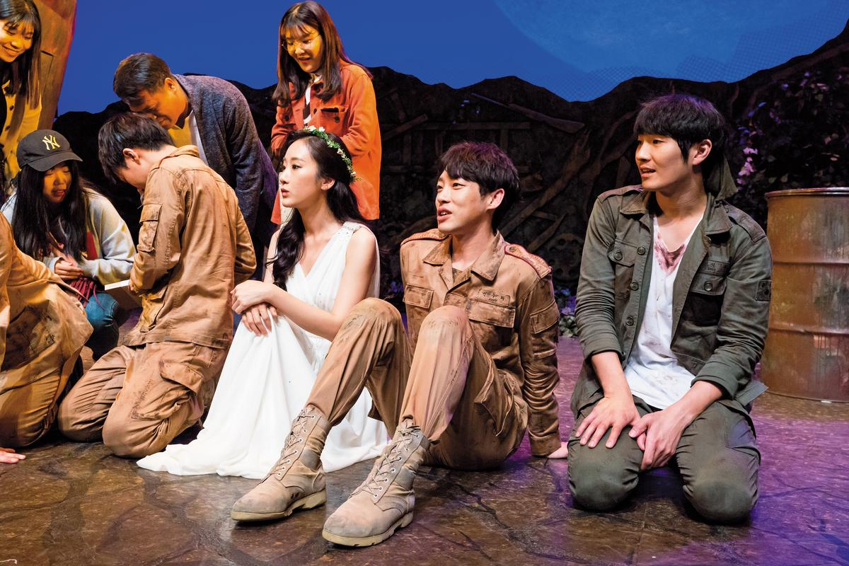 在限定一場的公演結束後,舉辦粉絲見面會,幸運粉絲可和演員合照互動。