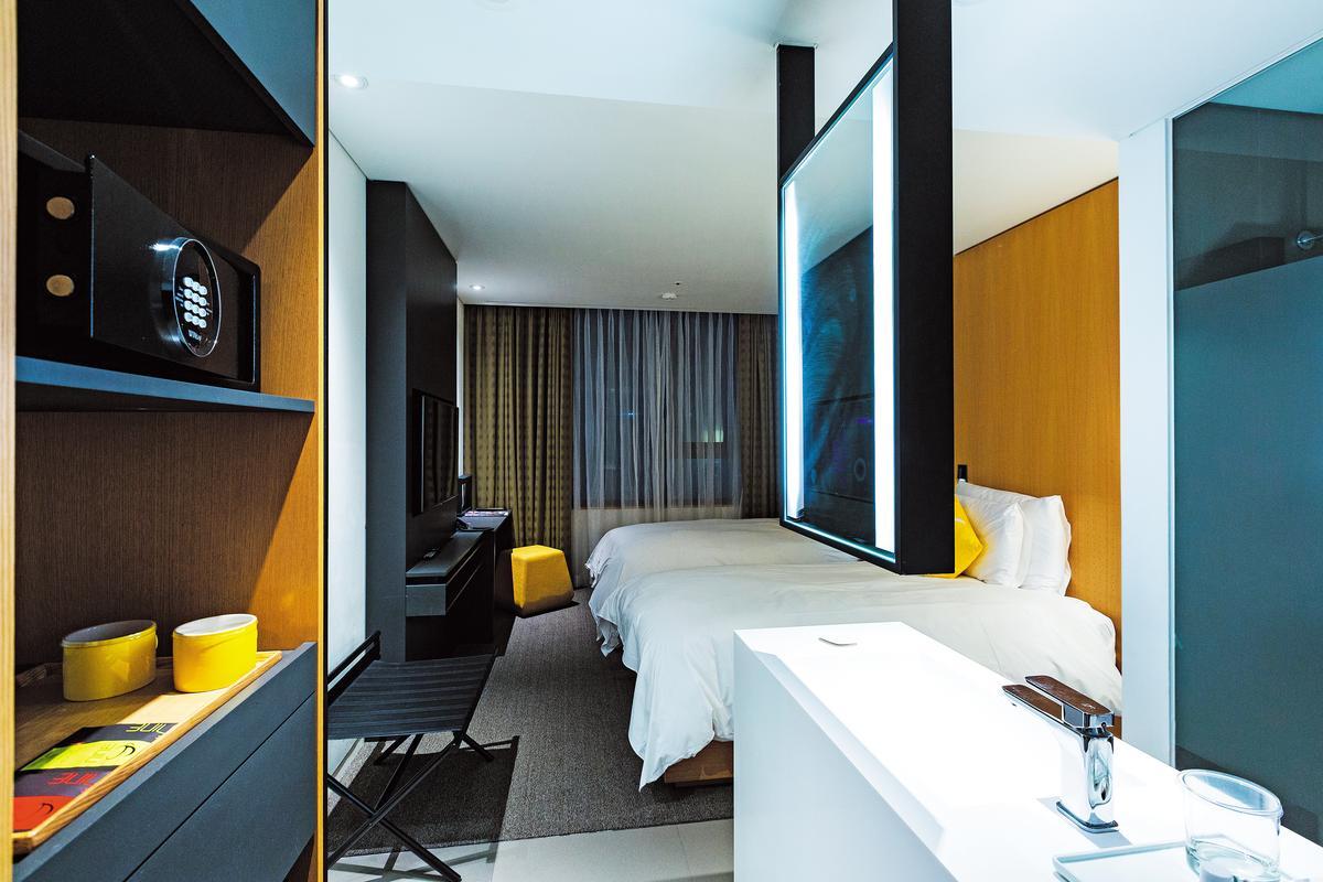 房間設計俐落又不失時尚感,2床房型方便旅人彈性運用。