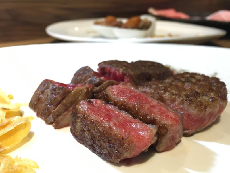 「犇私廚」推出一次可以吃到7種頂級牛的「特7牛雙人套餐」。(3,290元/人)