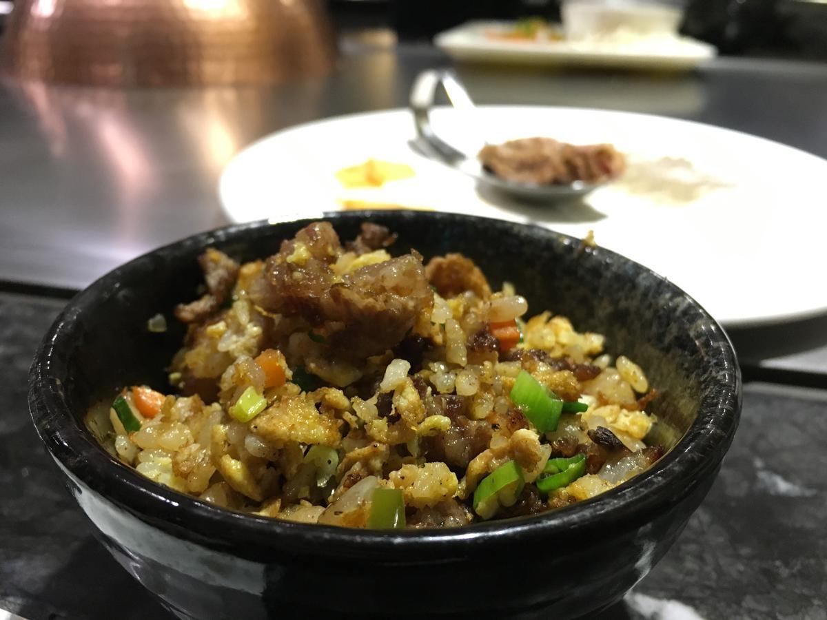 「和牛牛筋炒飯」噴香夠味,米飯顆顆分明飽滿,牛筋脆口有嚼勁。