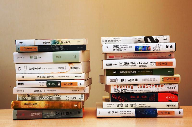 鏡週刊2017十大好書。左為華文創作類、右為翻譯類。