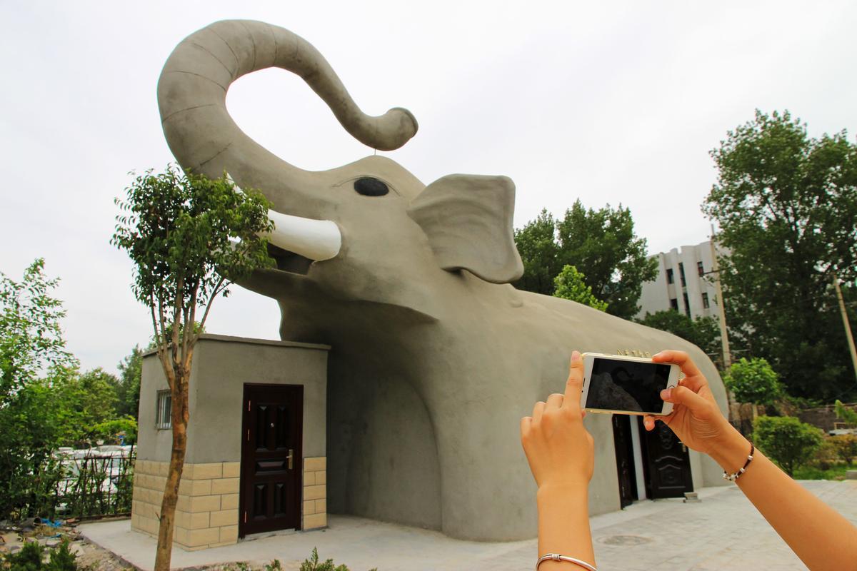 河南省鄭州市的大象造型公廁。
