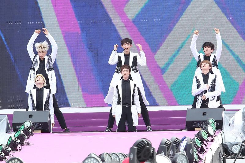 南韓天團EXO在封閉的北韓居然也有不少粉絲,顯然軟實力才是南韓的促統利器。(東方IC)