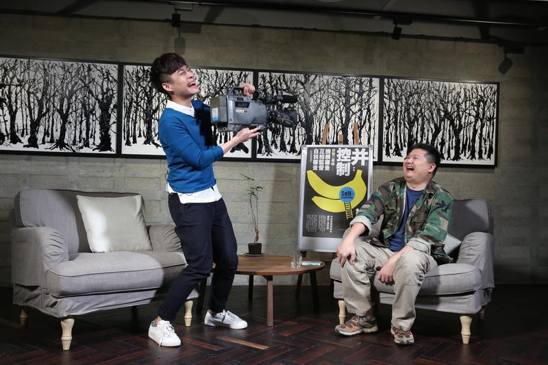 《鏡相人間》由知名作家陳栢青(左)主持,本週專訪獨立紀錄片導演李惠仁(右)。